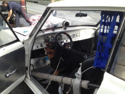 Kaiser koser seg i bilen :)